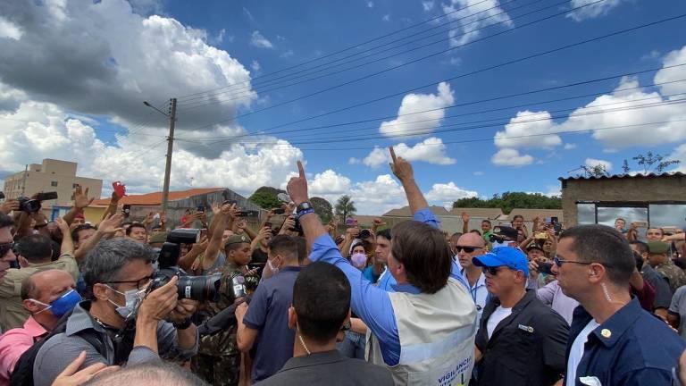 Bolsonaro recebeu criticas de Luiz Henrique Mandetta (Saúde) e do governador Ronaldo Caiado por provocar aglomeração
