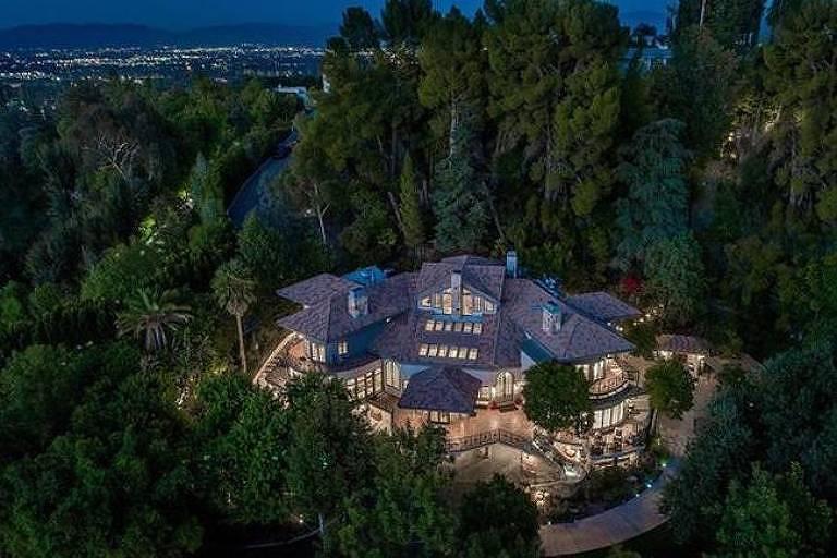 Cômodos da nova mansão de Selena Gomez em LA