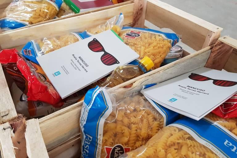 Montevidéu distribui livros em cestas básicas para enfrentar isolamento