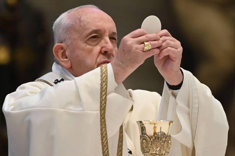 papa francisco segura óstia