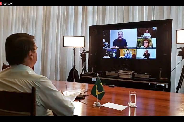 O presidente Jair Bolsonaro neste domingo de Páscoa (13), durante transmissão, via redes sociais, em que conversou com líderes religiosos como o pastor Sila Malafaia  e Iris Abravanel, mulher do empresário Silvio Santos