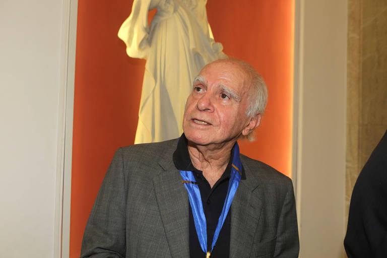 O escritor Ignácio de Loyola Brandão, na Academia Paulista de Letras
