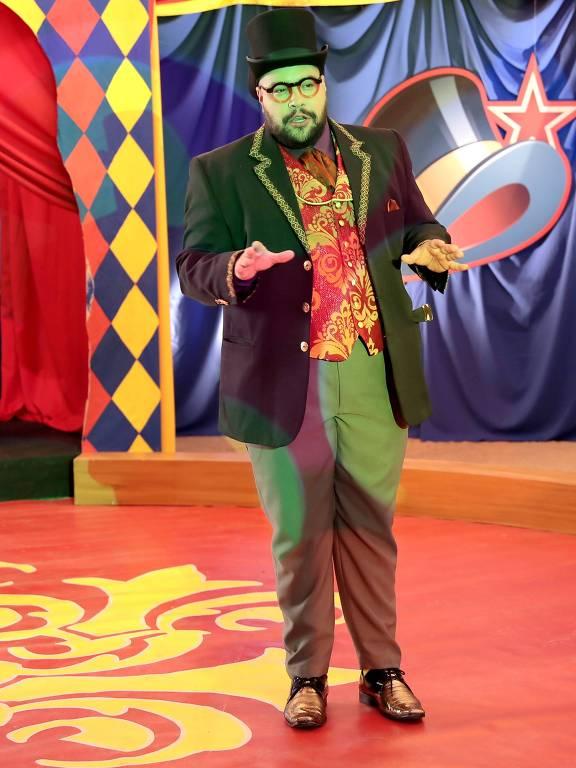 Tiago Abravel como Sr. Gigantoso em Poliana