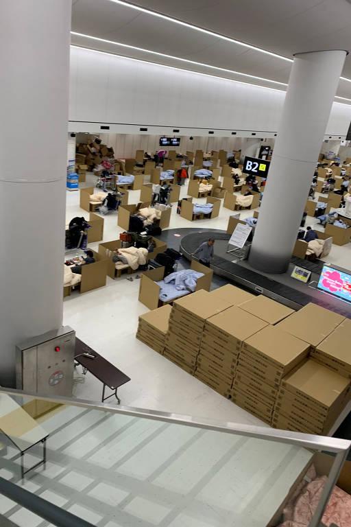 Camas de papelão no aeroporto do Japão