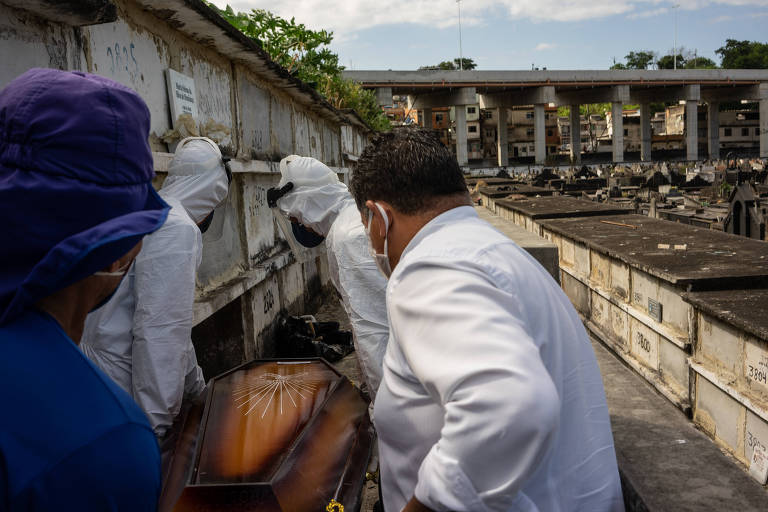 Sepultamento nesta segunda feira (13) no Cemitério de São Francisco Xavier (Cemitério do Caju) na zona norte do Rio de Janeiro