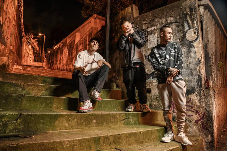 """A cena de grime cresce no Brasil com Fleezus, Febem e Cesrv. Retrato dos três artistas por trás do disco """"Brime!"""", que marca a ascensão da cena de grime (estilo de rap com origem na Inglaterra) no Brasil"""