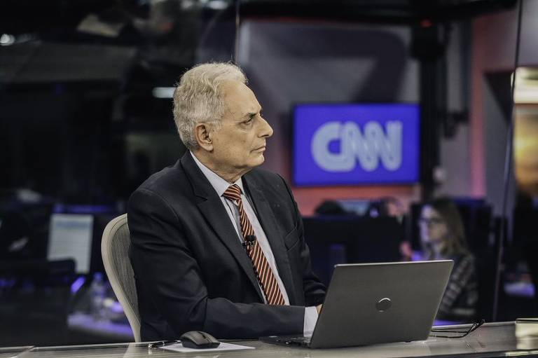 O jornalista William Waack apresentando programa na CNN Brasil