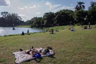 PRAÇAS EM SÃO PAULO CONTINUAM COM PÚBLICO