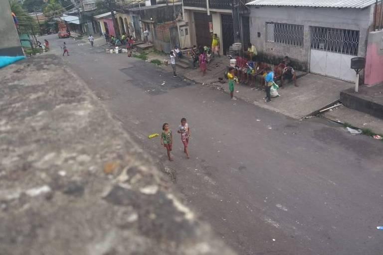 Indígenas venezuelanos vivem em situação precária em abrigo de Manaus