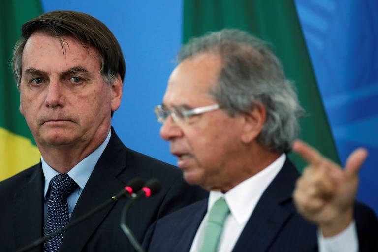 O ministro da Economia Paulo Guedes ao lado do presidente Jair Bolsonaro