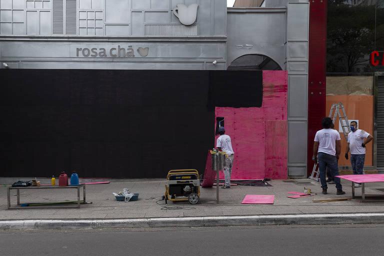 Na Oscar Freire, lojas colocam tapumes nas vitrines