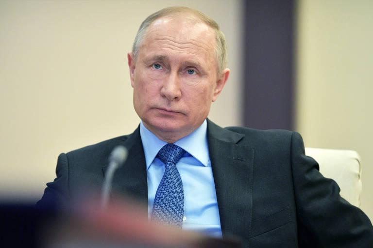 O presidente russo, Vladimir Putin, durante reunião online sobre coronavírus