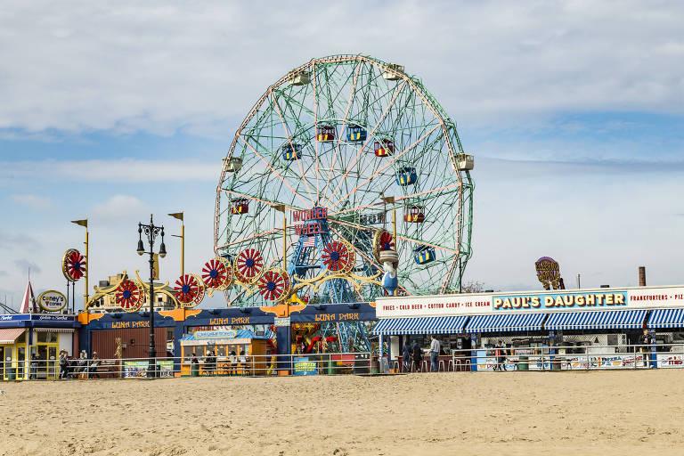 Coney Island, praia ao sul do Brooklyn, em Nova York, onde fica o Luna Park, parque de diversões reaberto em 2010
