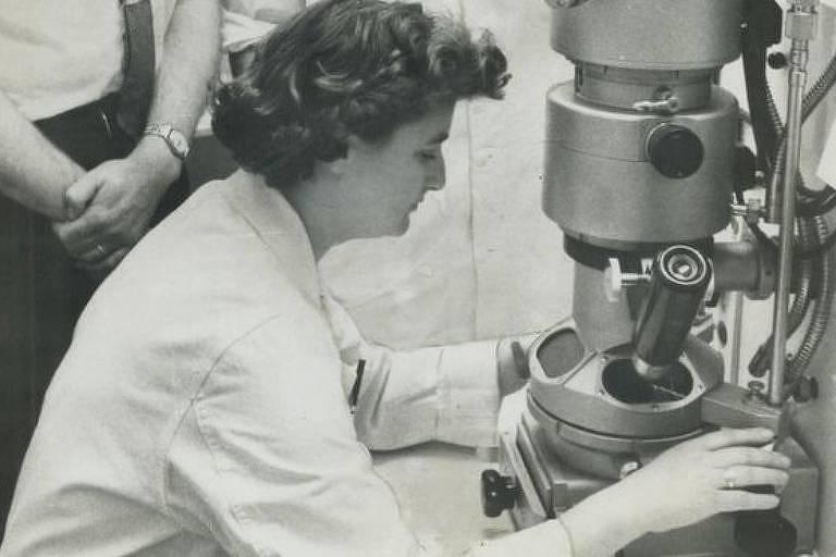 Almeida fez diversas descobertas com o uso do microscópio eletrônico