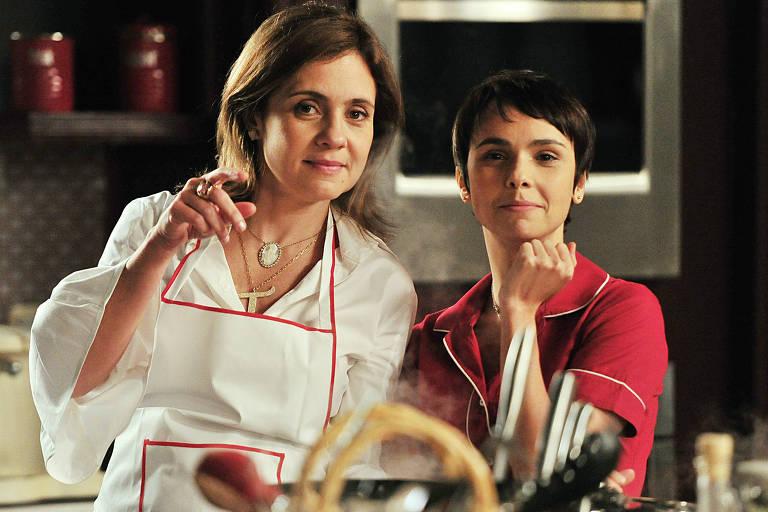 """Carminha (Adriana Esteves ) e Nina (Débora Falabella) em cena de """"Avenida Brasil"""""""