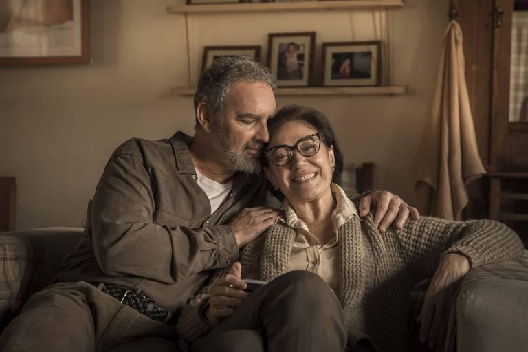 """Dionara (Lilia Cabral) e  Evaristo (Floriano Peixoto ) na série """"Todas as Mulheres do Mundo"""""""
