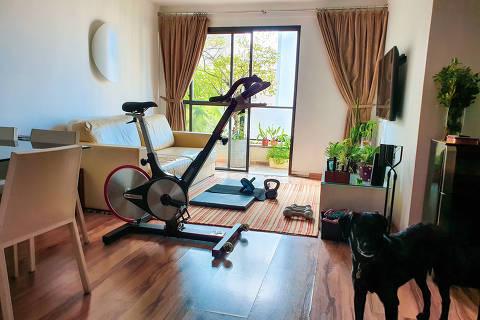Bicicleta ergométrica alugada pela academia Ride State, na casa de aluno, em SP