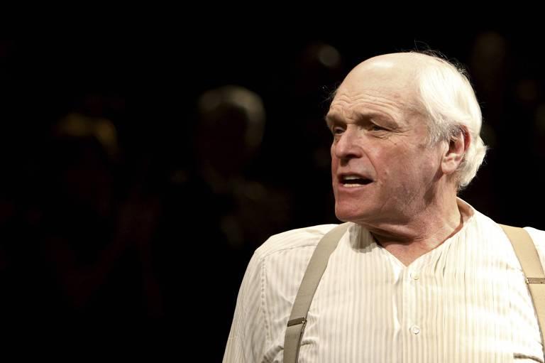 "Brian Dennehy na peça ""Inherit The Wind"", encenada na Broadway em 2007"