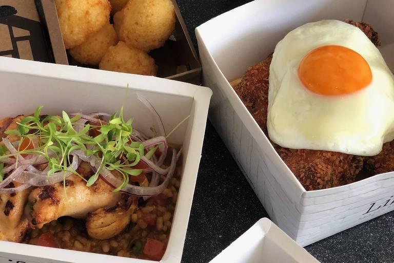 Do delivery do Lilu, de André Mifano: waffle com frango frito e ovo; pão de queijo frito com goiabada cremosa e arroz com pollo