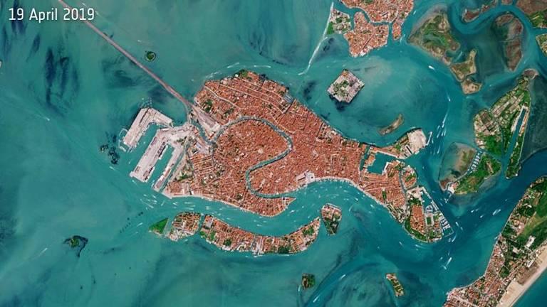 Imagem de satélite de região litorânea