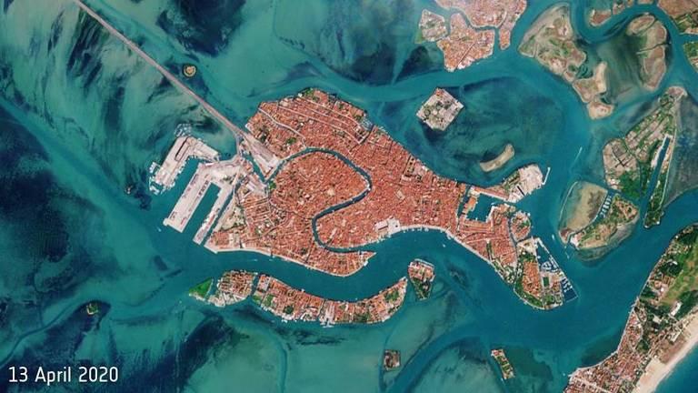 Foto de satélite de região litorânea