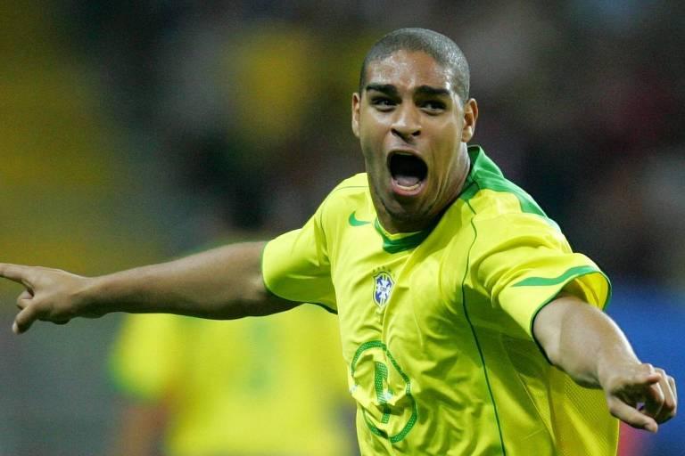 Adriano comemora o primeiro dos dois gols que anotou diante da Argentina em Frankfurt