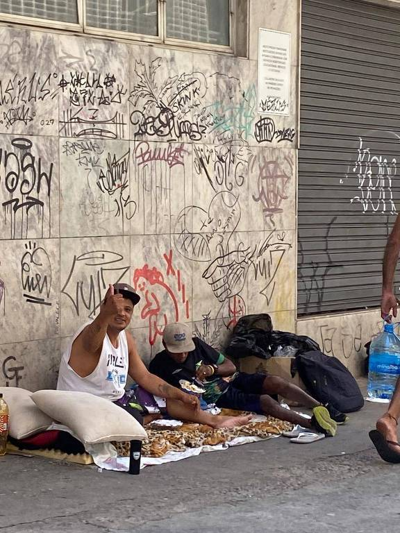Moradores de rua no no centro de São Paulo, uma das regiões beneficiadas pela Campanha Marmita do Bem, do restaurante Jamile