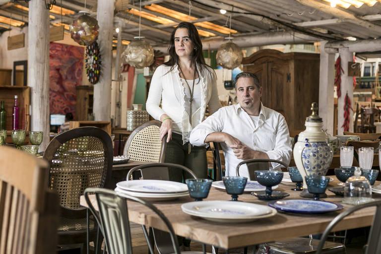 Os empresários Fernanda Ribeiro e Flavio Marchesin, donos da Via Vila, loja de móveis na zona sul de São Paulo