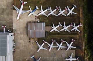 ***Especial FOLHA Custos das aereas durante pandemia do cornavirus***Avioes da LATAM parados (em Preservacao Ativa e Storage, por mais tempo) no aeroporto Mario Pereira Lopes na cidade de Sao Carlos