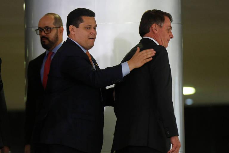 Davi Alcolumbre e Jair Bolsonaro no Palácio do Planalto, em fevereiro de 2020.