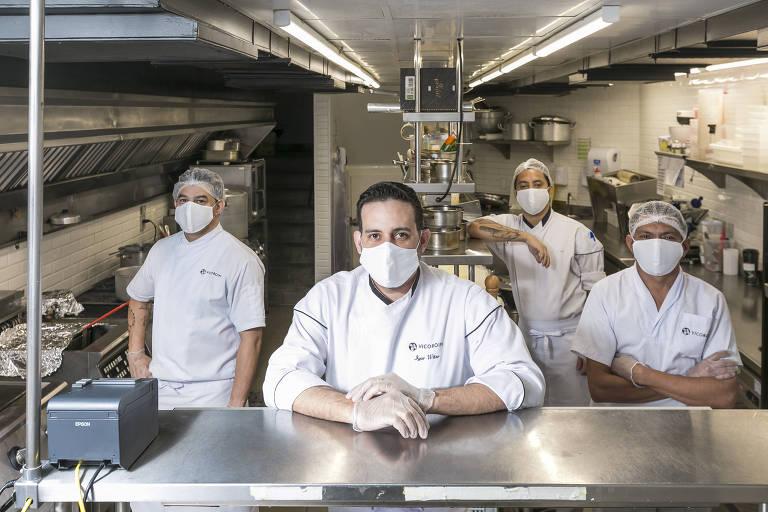 O chef Igor Witer, do restaurante Vicoboim, em Higienópolis, que adotou medidas de precaução com ajuda de uma empresa de nutrição