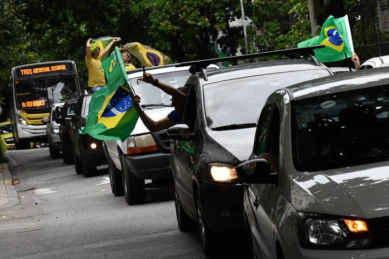 Carretada na tarde deste sábado (18/4) pelas ruas da cidade do Rio de Janeiro para mostrar apoio a Bolsonaro na condução da crise da pandemia do coronavírus e criticar a imprensa, a China e o governador do Estado, Wilson Witzel.