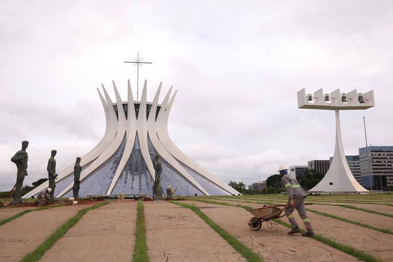 Brasília faz 60 anos e discute flexibilização do plano urbanístico
