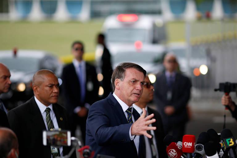 O presidente Jair Bolsonaro ao sair do Palácio da Alvorada nesta segunda