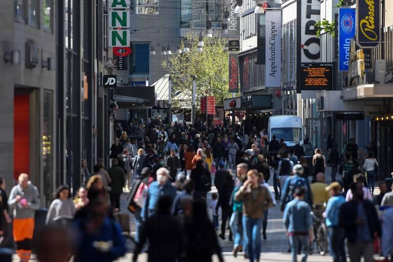 Alemanha reabre comércio com restrições de número de clientes por loja