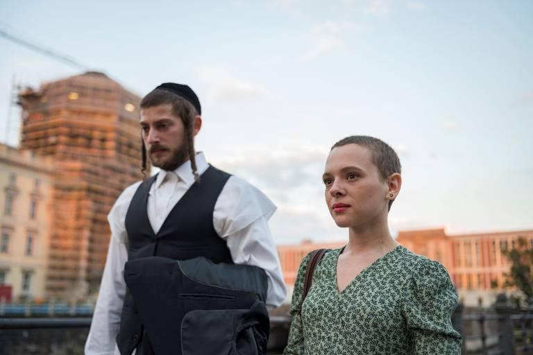 Veja cenas da série 'Nada Ortodoxa'