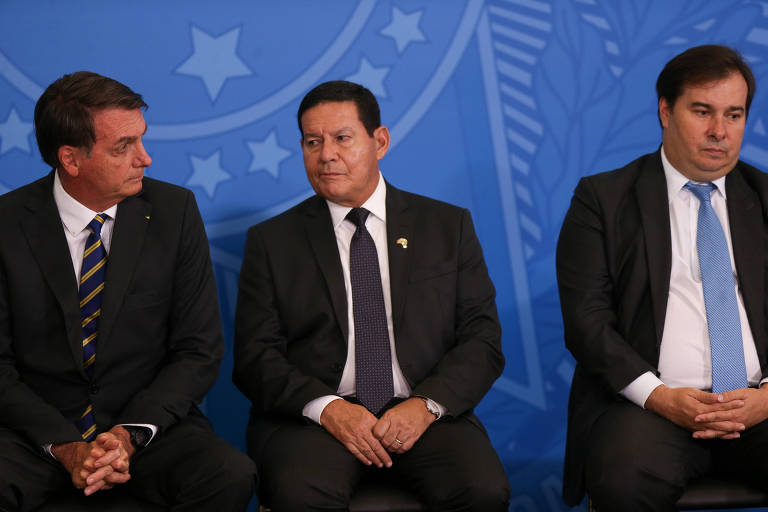 Jair Bolsonaro, Hamilton Mourão e Rodrigo Maia em evento no Palácio do Planalto, em fevereiro deste ano