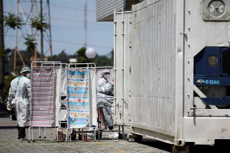 Corpo é levado a contêiner em Manaus durante epidemia de coronavírus; veja fotos de hoje
