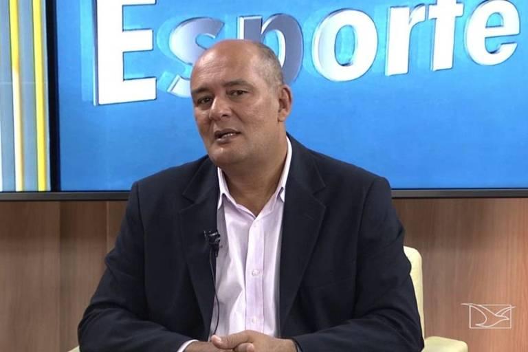 O jornalista Roberto Fernandes morreu vítima do coronavírus após quatro semanas internado