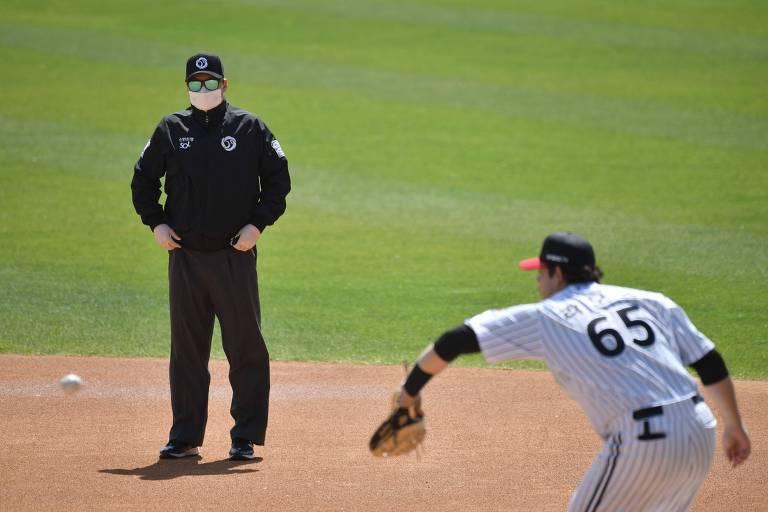 Beisebol volta à Coreia do Sul sem público e com cuspe proibido