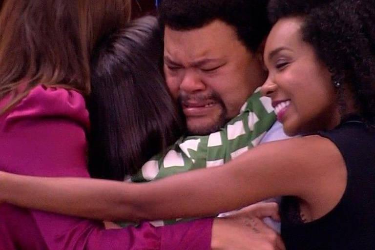 Babu, Manu, Rafa e Thelma em: o abraço oficial do TOP4!