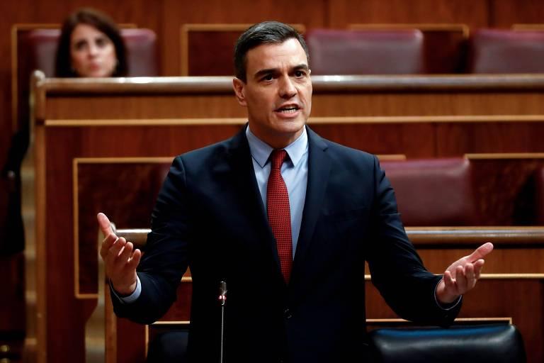 Sob pressão, premiê propõe acordo com oposição para reconstruir Espanha após coronavírus