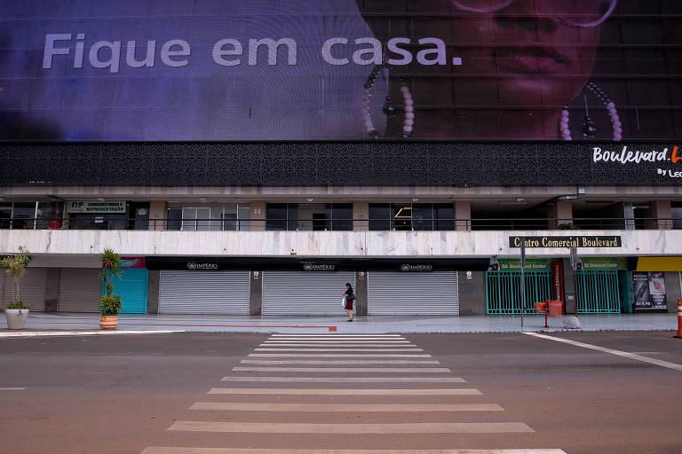Rodoviária do Plano Piloto, na região central de Brasília, vazia por conta do isolamento para conter o coronavírus