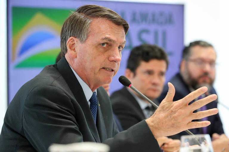 O presidente Jair Bolsonaro em reunião com o vice-presidente, Hamilton Mourão, ministros de estados e presidentes de bancos públicos