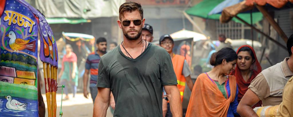 Chris Hemsworth é o mercenário Tyler Rake em 'Resgate'