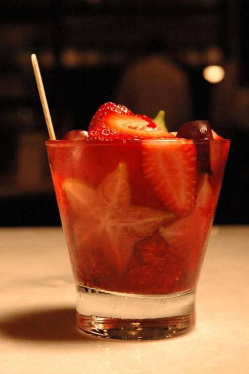 Caipirinha de frutas vermelhas do Filial Bar