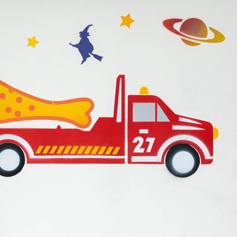 São Paulo, SP, Brasil, 19-04-2020: Categoria seguro automóvel. Reprodução de ilustrações feitas pelo grafiteiro Ozi para a revista especial OMSP Serviços. As ilustrações foram inspiradas no trabalho de Alex Vallauri, um dos pioneiros do grafitti no Brasil (foto Gabriel Cabral/Folhapress)