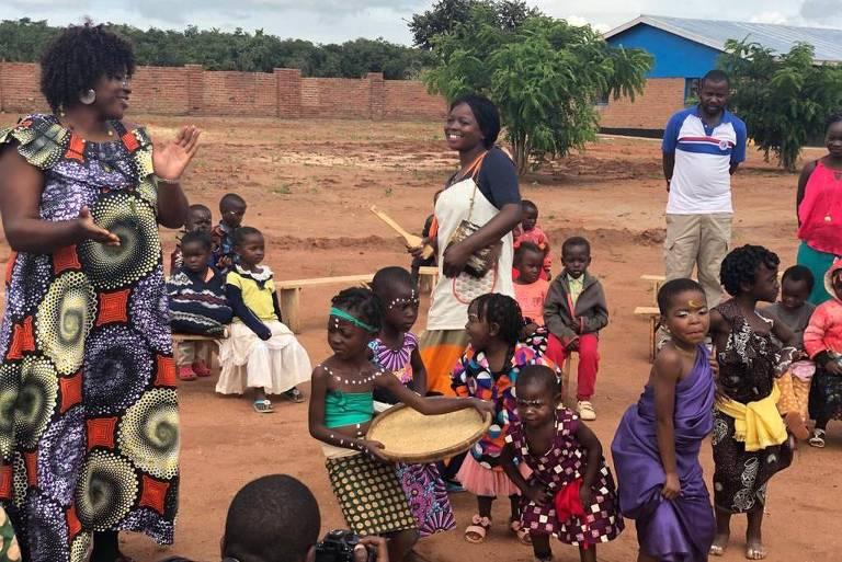 Atividade em escola no campo Dzaleka, antes do fechamento do espaço diante da pandemia de coronavírus