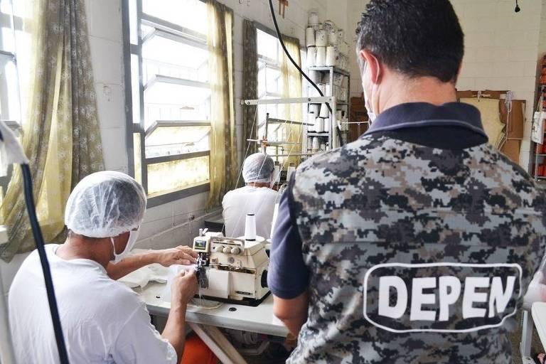 Presos do Paraná produzem máscaras para proteção contra o novo coronavírus