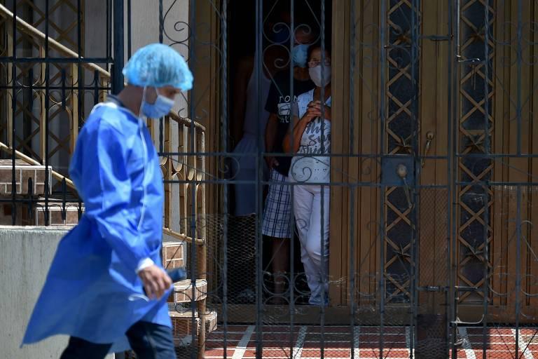 Médicos da América Latina são aplaudidos e hostilizados no cotidiano